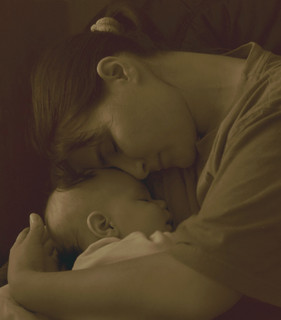 Anya Gyermekével